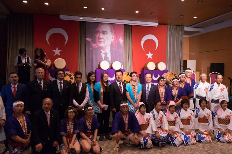 Mayor-of-Shimonoseki--Consul-General-of-Japan-in-Istanbul-at-Kabatas-High-School-