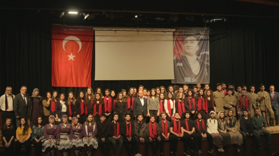 The-march-of-Kabatas-High-School-by-the-choir-of-our-school